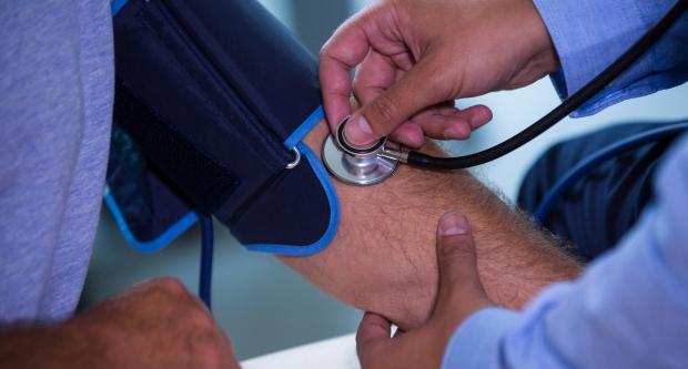 a magas vérnyomás munkaerő-korlátozásai