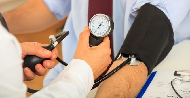 a magas vérnyomás gyógyszeres kezelésének módszere