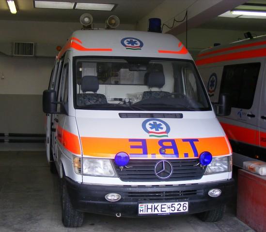 magas vérnyomás-rohamok és mentőautó számukra